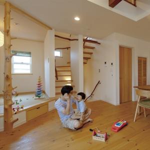 小上がり和室、ロフトを繋ぐ開放的な2階LDKの家